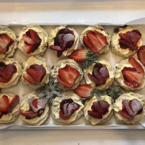 strawberry scones & cream